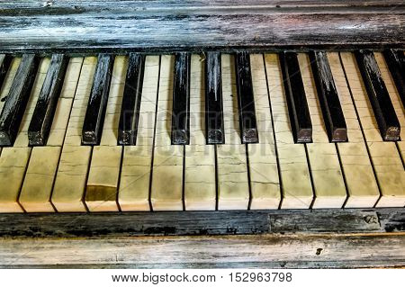 cracked cracked Key a broken old piano