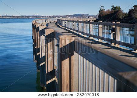 Boulevard Park Pier, Bellingham, Washington. Boulevard Park Pier On The Shore Of Bellingham Bay In B