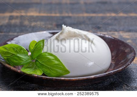Fresh Soft White Burrata, Ball Buttery Cheese, Made From A Mix Of Mozzarella And Ricotta Cream, Orig