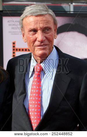 LAS VEGAS - APR 12:  Richard Anderson  at the TCM Classic Film Festival - 40th Anniv of