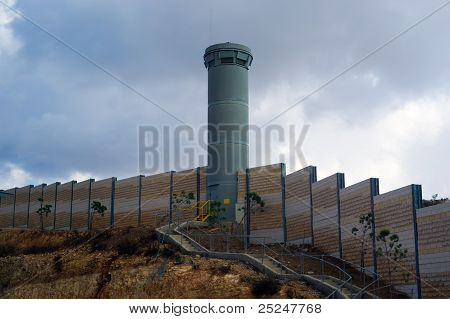Fortified wall deviding Palestine and Israel