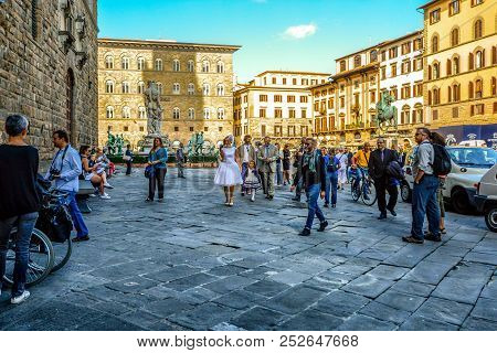 Florence, Italy - September 17 2017: A Bride, Child And Wedding Party Enter The Palazzo Vecchio In T