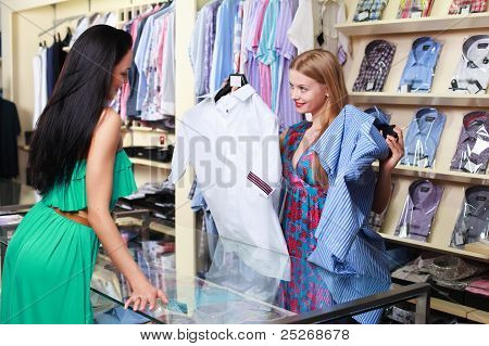 Girl seller helps shoppers