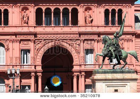 General Belgrano monument in front of Casa Rosada