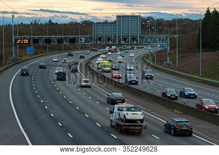 Hunton Bridge, Uk - February 23, 2020: Evening Traffic On Busiest British Motorway M25