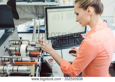 Labels to be printed on being inserted into printing machine by woman