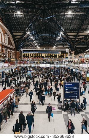 London, Uk - November 29, 2019: Large Number Of People During Rush Hour Inside  Liverpool Street Sta