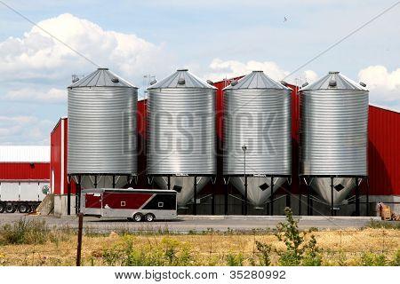 Metal grain facility with silos