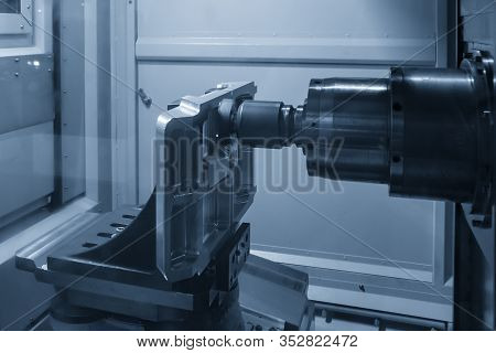 The Horizontal Cnc  Machining Center Cutting The Aluminium Vacuum Mold Parts By Indexable Tool The 5