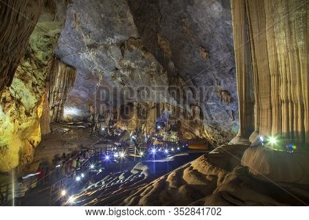 Paradise Cave (thien Duong Cave), Vietnam. Stolctites And Stologmites In A Paradise Cave At Phong Nh
