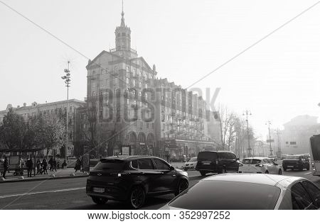 Kyiv, Ukraine - Nov. 10, 2018: Architecture Of Kyiv During Fog. Street Scene In Kyiv, The Capital Of