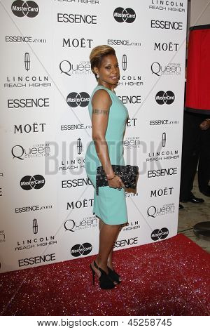 LOS ANGELES - MAR 4: Mary J Blige  at the 3rd annual Essence Black Women in Hollywood Luncheon at the Beverly Hills Hotel in Beverly Hills, California on March 4, 2010