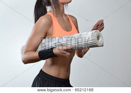 beautiful fitness woman with the exercise mat