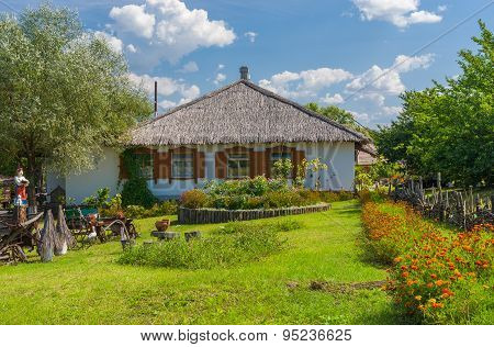 Ancient Ukrainian farm-stead near Dikan'ka village