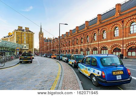 LONDON UNITED KINGDOM - OCTOBER 31: This is a taxi rank outside Kings Cross St Pancrass station where taxis wait for travelers coming from the train station on October 31 2016 in London