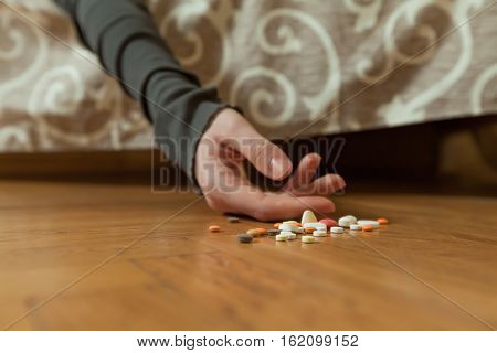 Depressed man commit suicide with drugs overdosing