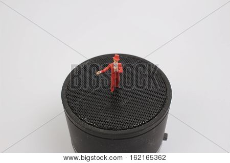 the mini singer with the big speaker