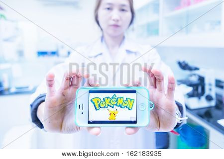 Chiangrai, Thailand - August 16Th, 2016 : Asia Woman Medical Technician Holding A Smart Phone And Sh