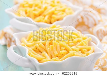 Delicious baked mac and cheese side dish