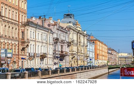 Saint Petersburg, Russia - July 26, 2014:  The Lively Traffic On The Embankment River Moyka With Mul