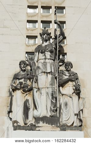 Coimbra science faculty statue placed outside university
