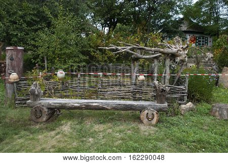 foto wooden bench for relaxing in summer