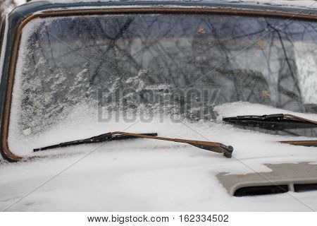 Snow on the car windshield wipers day