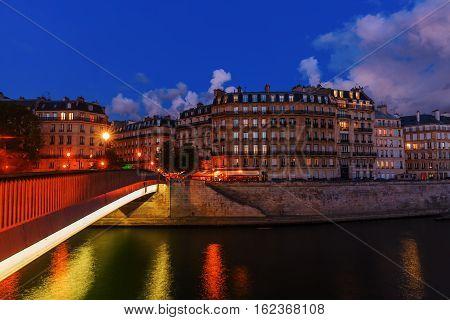 Ile Saint Louis In Paris At Night