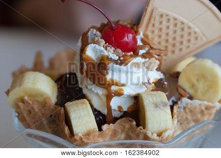 Ice cream with fresh banana and Fruits.