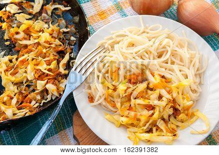 Pan Braised Cabbage And A Plate Of Spaghetti  Сковорода тушеной капусты и тарелка спагетти
