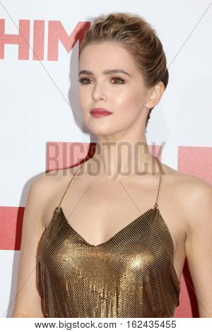 LOS ANGELES - DEC 17:  Zoey Deutch at the