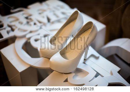 white bridal shoesbride fees bride morning ladies shoes wedding fashion wedding stylish shoes
