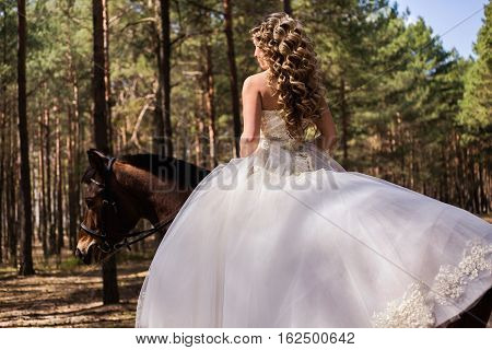 wedding gown bride on a horse the bride on horseback riding horseback riding riding a horse
