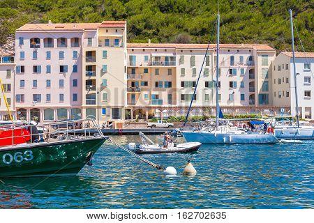 Pleasure Sailing Yachts, Bonifacio
