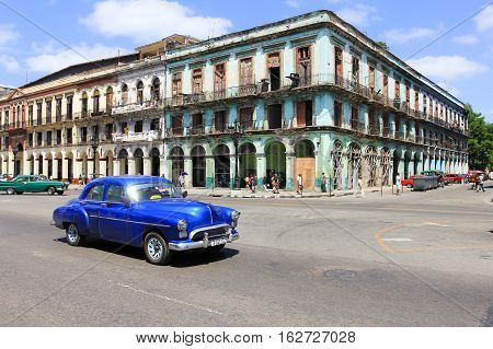 old car and building in Cuba Havana
