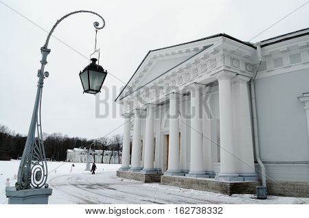 The lantern which stood at the entrance of the building lights the streets at night.