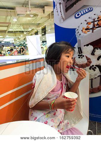 NAKHON SI THAMMARAT, THAILAND - DECEMBER 10: Asian little girl eating ice cream on December 10, 2016 in Nakhon Si Thammarat.
