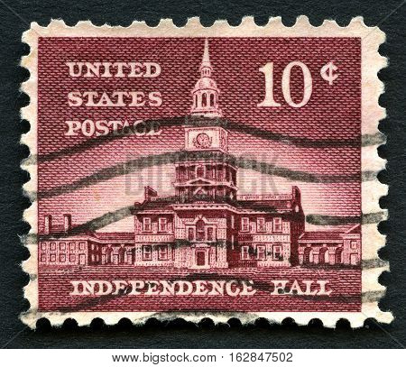 UNITED STATES OF AMERICA - CIRCA 1956: A used postage stamp from the USA depicting an illustration of Independence Hall in Philadelphia circa 1956.
