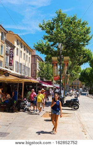 Street Cours Mirabeau In Aix-en-provence, France