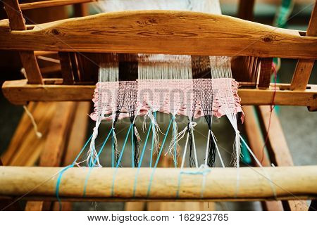 The process of manufacturing textiles on a loom