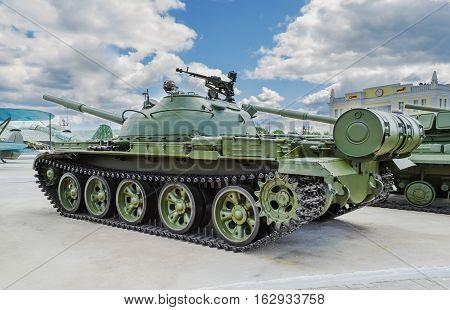 VERKHNYAYA PYSHMA RUSSIA - JUNE 11 2015: Russian Tank T-62 - exhibit of the Museum of military equipment.