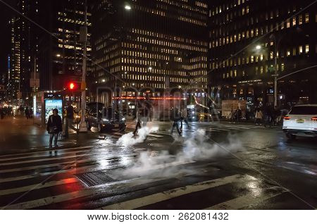 New York, Usa - Sep 24, 2018: Manhattan Street Scene. Cloud Of Vapor From The Subway On The Streets