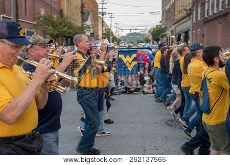 Morgantown, Wv - 5 October 2018: Homecoming Parade Down Main Street Of Morgantown With Alumni Marchi