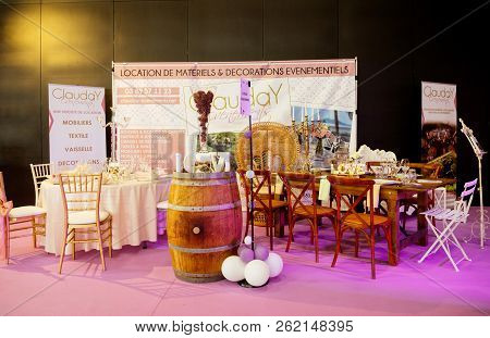 Paris, France - Oct 6, 2018: Wedding Exhibition Paris 2018 With Stand Selling Proops And Table Decor
