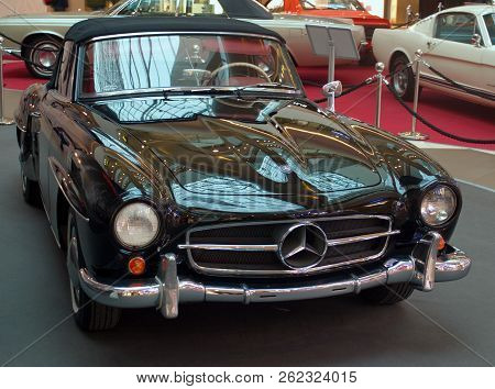 Saint Petersburg, Russia -september 07, 2018: Exhibition Of Old Cars In The Mall. Mercedes Benz Sl-1
