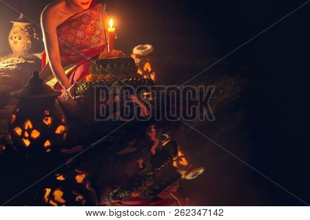 Loy Kratong Traditional Festival, Loy Krathong Day Is Important Days Of The Thai People, And This Tr