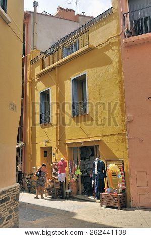 Collioure, France - September 5, 2018: A Small Street In Collioure With Colorful Houses And Souvenir