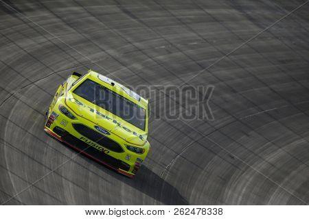 October 07, 2018 - Dover, Delaware, USA: Paul Menard (21) battles for position during the Gander Outdoors 400 at Dover International Speedway in Dover, Delaware.