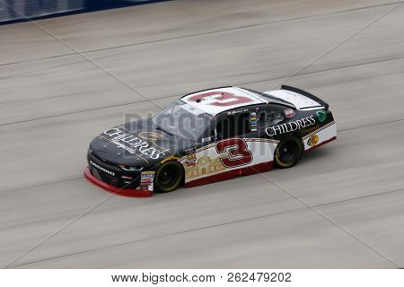 October 05, 2018 - Dover, Delaware, USA: Shane Lee (3) takes to the track to practice for the Bar Harbor 200 at Dover International Speedway in Dover, Delaware.