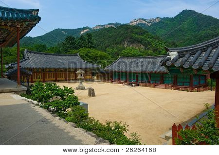 The yard of the Buddhist Sinheungsa Temple in Seoraksan National Park, South korea
